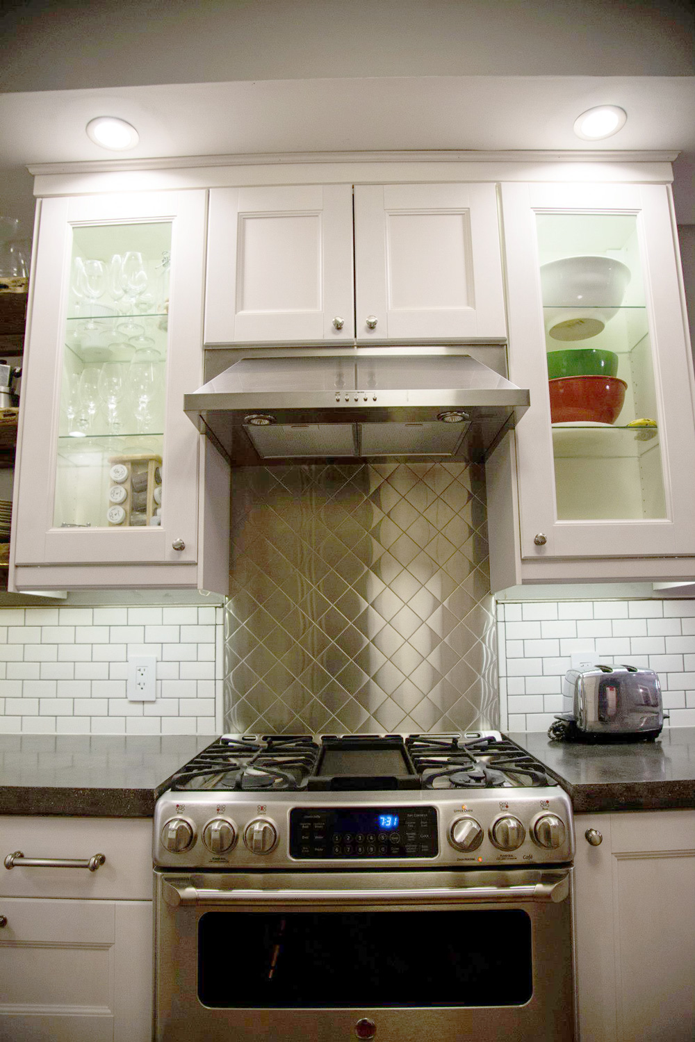 Kitchen Range & Stainless Steel Backsplash