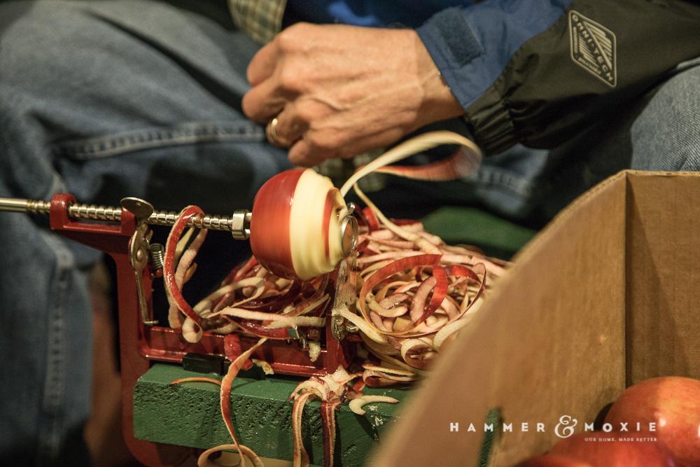 Applebutter | Apple Peeling