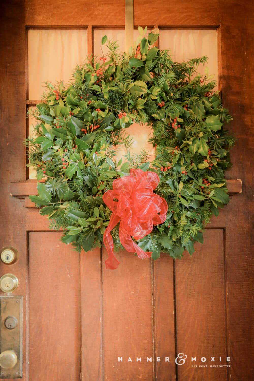Simple DIY Christmas wreath made with real greens | Hammer & Moxie